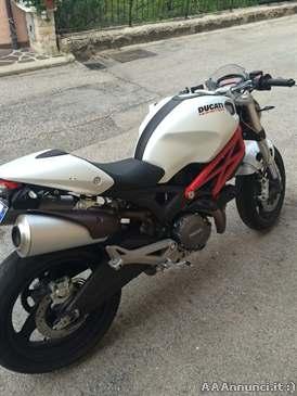 Foto - Ducati monster 696+